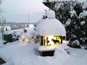 Adventsfenster im Schnee